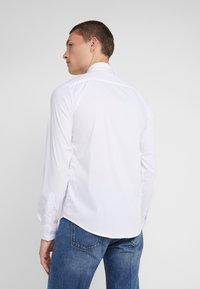 Emporio Armani - CAMICIA SLIM FIT - Koszula - bianco ottico - 2