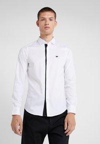 Emporio Armani - CAMICIA SLIM FIT - Formální košile - bianco ottico - 0