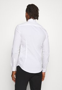 Emporio Armani - EXCLUSIVE CONTRAST LOGO - Shirt - whiite - 2
