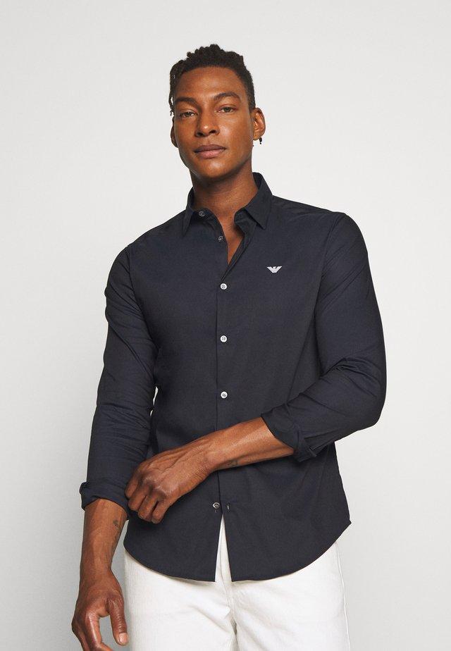 EXCLUSIVE CONTRAST LOGO - Shirt - navy