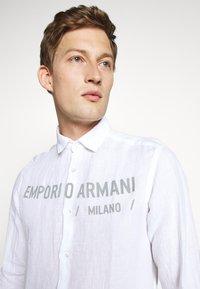 Emporio Armani - CAMICIA - Chemise - bianco ottico - 4
