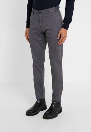 PANTALONI - Chino kalhoty - grigio magnete