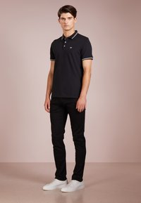 Emporio Armani - Slim fit jeans - denim nero - 1