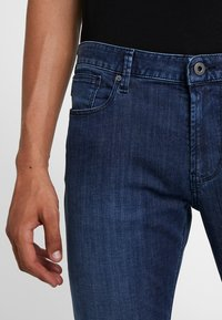 Emporio Armani - Jeansy Slim Fit - blue denim - 5