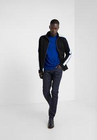Emporio Armani - Slim fit jeans - denim blu - 1