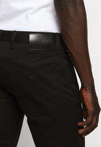 Emporio Armani - 5 TASCHE - Jeans slim fit - nero - 5