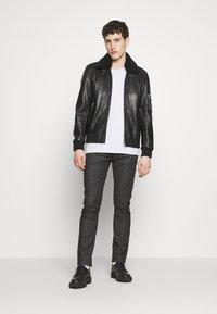 Emporio Armani - NEON - Jeans slim fit - nero/verde - 1