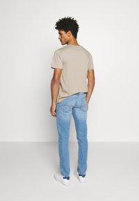 Emporio Armani - Slim fit jeans - denim blu - 2