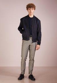Emporio Armani - T-shirt à manches longues - blu scuro - 1