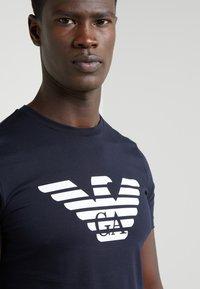 Emporio Armani - T-shirt print - dark blue - 4
