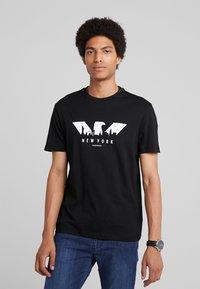 Emporio Armani - T-shirt z nadrukiem - nero - 0