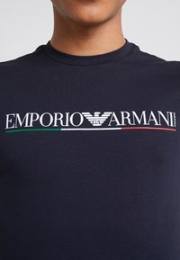 Emporio Armani - Camiseta estampada - blu navy - 5