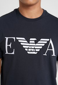 Emporio Armani - Camiseta estampada - dark blue - 4