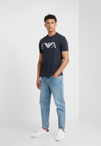 Emporio Armani - Camiseta estampada - dark blue - 1