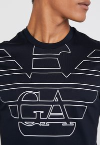 Emporio Armani - T-shirt print - blu aquila - 5