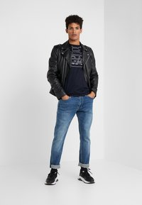 Emporio Armani - T-shirt print - blu aquila - 1