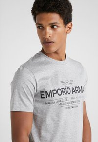 Emporio Armani - Print T-shirt - grigio melange - 4