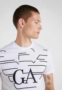 Emporio Armani - T-shirt med print - bianco - 3
