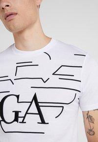 Emporio Armani - T-shirt med print - bianco - 5