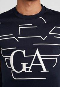 Emporio Armani - T-shirts med print - blue - 5