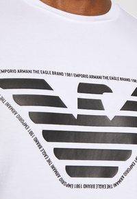 Emporio Armani - T-shirt imprimé - bianco ottico - 5