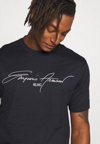 Emporio Armani - T-shirt print - navy - 3