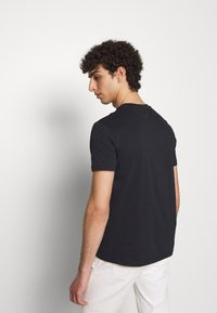 Emporio Armani - Basic T-shirt - blu navy - 2
