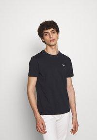 Emporio Armani - Basic T-shirt - blu navy - 0