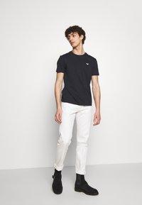 Emporio Armani - Basic T-shirt - blu navy - 1
