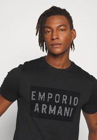Emporio Armani - Print T-shirt - nero - 3