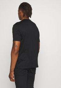 Emporio Armani - REPRODUCTION - T-shirt con stampa - nero - 2