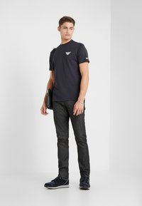 Emporio Armani - T-shirt basique - navy blue - 1