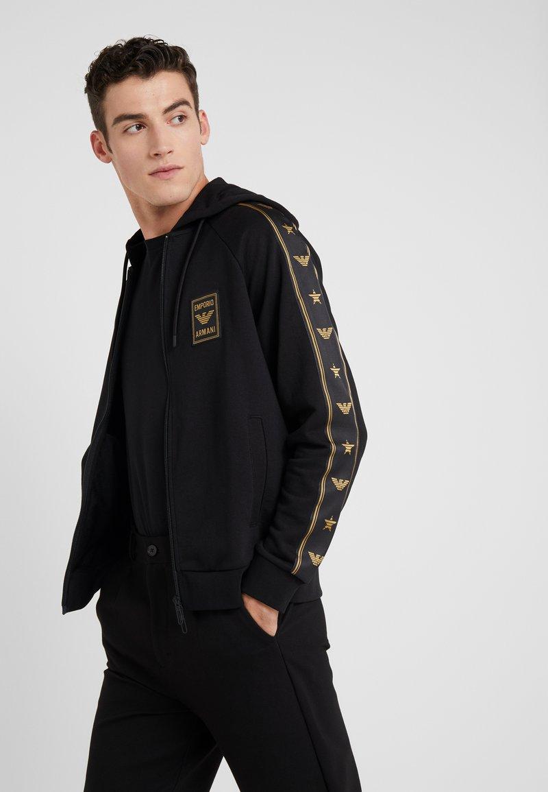 Emporio Armani - veste en sweat zippée - nero