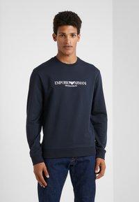 Emporio Armani - Sweatshirt - blu navy - 0