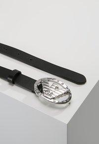 Emporio Armani - CINTURA FIANCO TONGUE BELT - Cinturón - nero/crystal - 2
