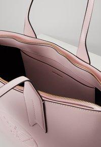 Emporio Armani - FRIDA ZIP EAGLE - Bolso de mano - rosa baby - 5