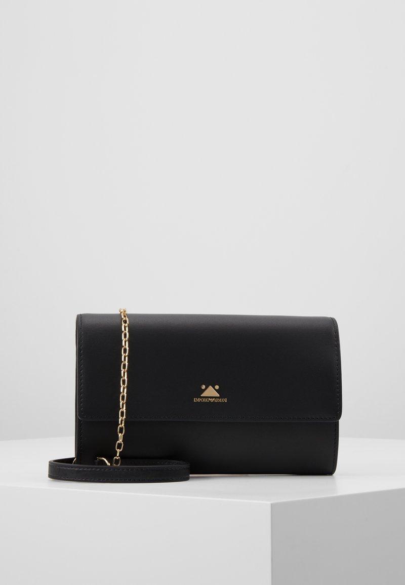 Emporio Armani - WALLET ON A CHAIN - Pochette - black
