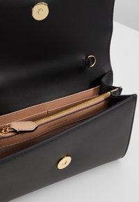 Emporio Armani - WALLET ON A CHAIN - Pochette - black - 4