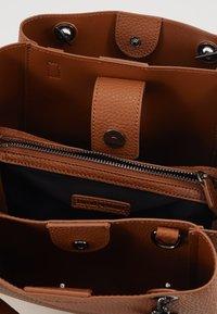 Emporio Armani - ANNIE SET - Handbag - cuoio - 5