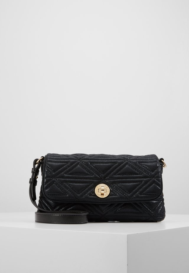 CAPSULE HOLIDAY QUILT - Clutches - nero