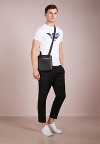 Emporio Armani - BORSA MESSENGER - Across body bag - black/black - 1