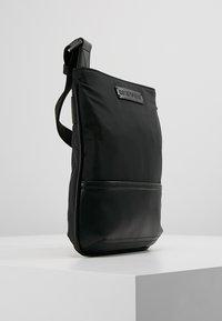 Emporio Armani - Taška spříčným popruhem - black - 3