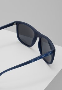 Emporio Armani - Solbriller - matte opal blue/light grey mirror black - 4