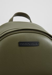 Emporio Armani - ZAINO GRANATA BACKPACK - Rygsække - military/black - 6