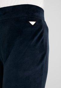 Emporio Armani - SHINY JACKET PANTS WITH CUFFS - Pijama - marine - 5