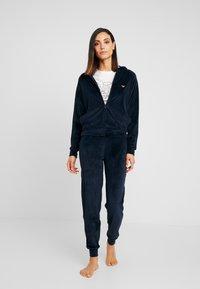 Emporio Armani - SHINY JACKET PANTS WITH CUFFS - Pijama - marine - 0