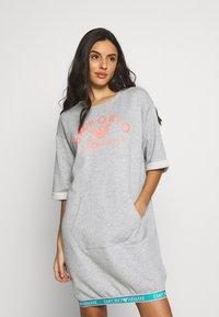 Emporio Armani - NIGHT DRESSVISIBILITY CONIC - Noční košile - light grey melange - 0