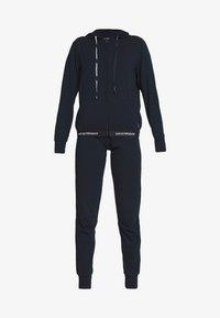 Emporio Armani - JACKET AND PANTS WITH CUFFS SET - Pyjamas - blu navy - 4