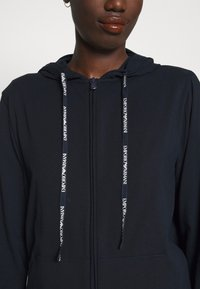 Emporio Armani - JACKET AND PANTS WITH CUFFS SET - Pyjamas - blu navy - 5