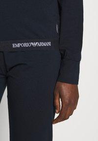 Emporio Armani - JACKET AND PANTS WITH CUFFS SET - Pyjamas - blu navy - 3